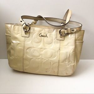 Coach shoulder bag cream patent leather
